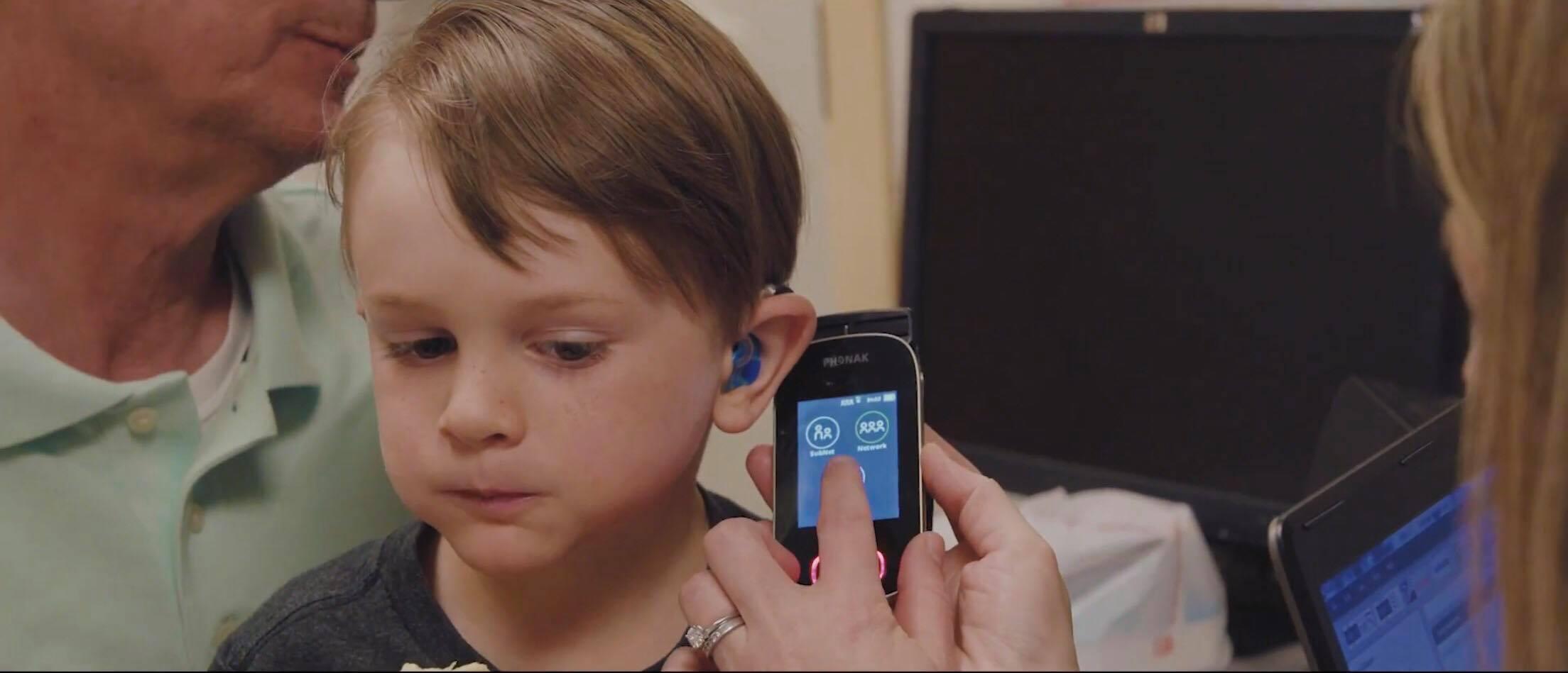 MÁY TRỢ THÍNH PHONAK - CẶP ĐÔI HOÀN HẢO CHO TRẺ KHIẾM THÍNH (SKY & ROGER)